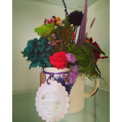 Taza de flores preservadas
