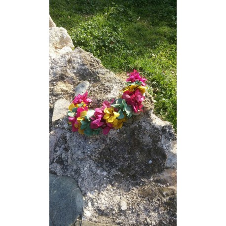 corona de hortensias preservadas. Larga duración de 6 a 7 años.Multicolor.